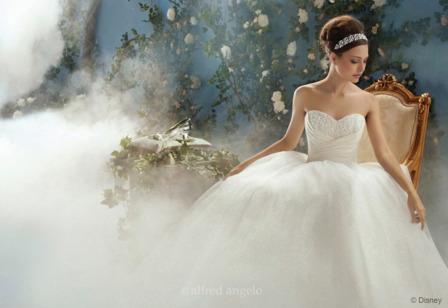 Aurora Sleeping Beauty S Gown Is With A Dreamy Willowy Skirt For This Slumbering Princess
