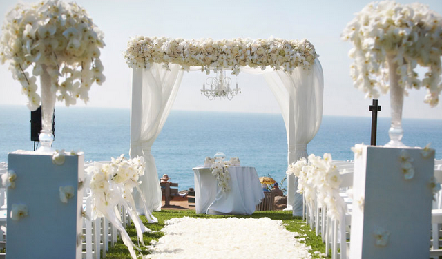 Mind blowing aisle decor belle the magazine for Altar wedding decoration
