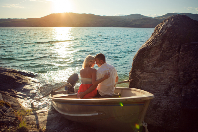 Engagement Session : Boating Frolic at the Lake