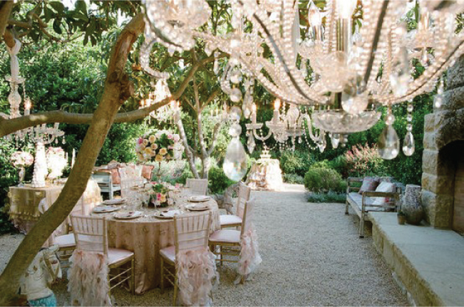 {Wedding Trends} : Hanging Wedding Decor