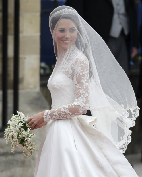 Get Kate's Look: Lace Long-Sleeved Wedding Dresses