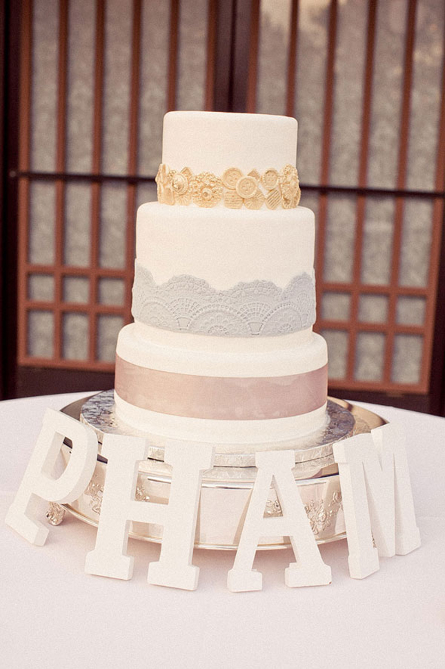 {Wedding Trends} : Lace Cakes