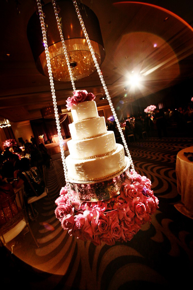 Cake Decoration Wedding : 15 Stunning Cake Table Ideas - Belle The Magazine