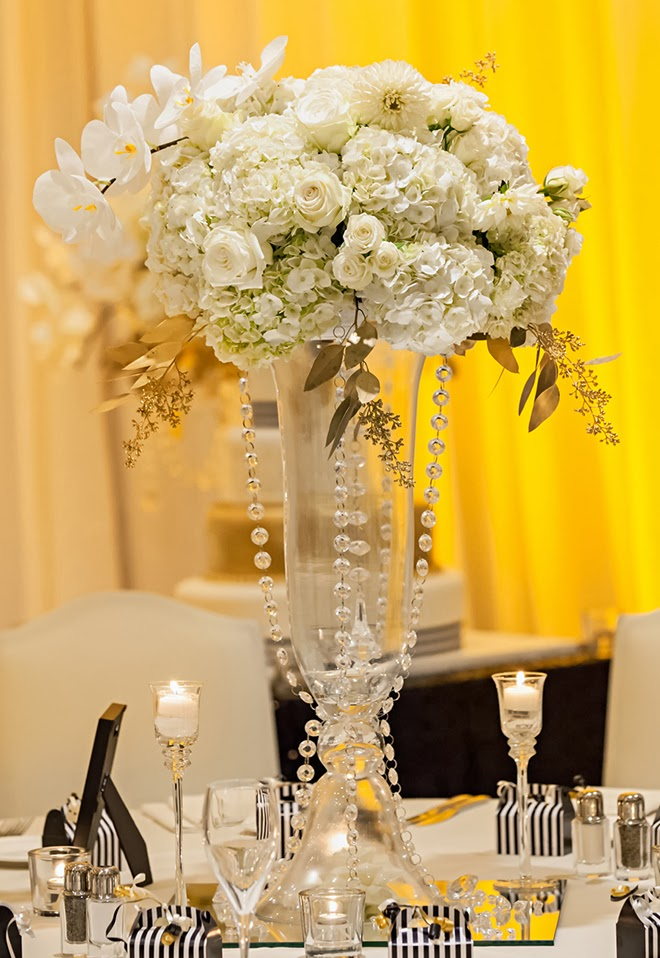 Black and white glamorous wedding with a dash of gold belle the black and white glamorous wedding with a dash of gold junglespirit Image collections
