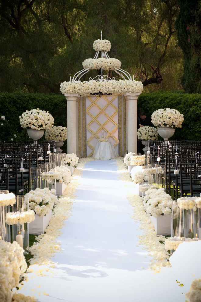 Gorgeous wedding ceremony ideas belle the magazine for Wedding event decorators