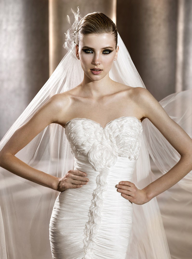 Chic Wedding Accessories: Headpieces and Veils by Pronovias ...