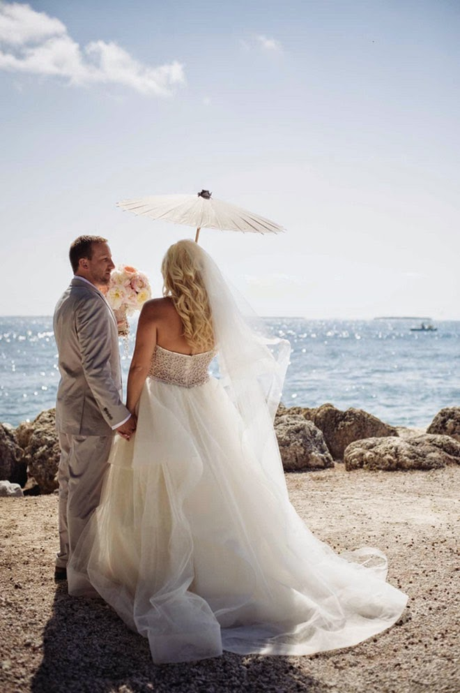 Real Weddings : Blush and Sparkle Seaside Romance
