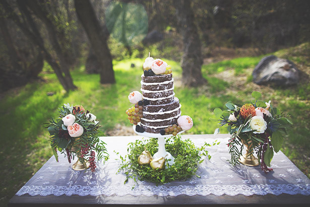bohemian-romance-wedding-inspiration-cak-table