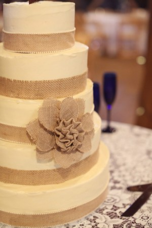 wedding cake burlap