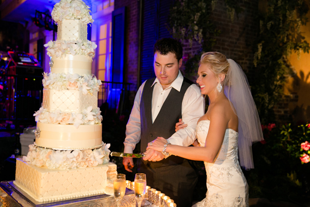wedding cake cuting