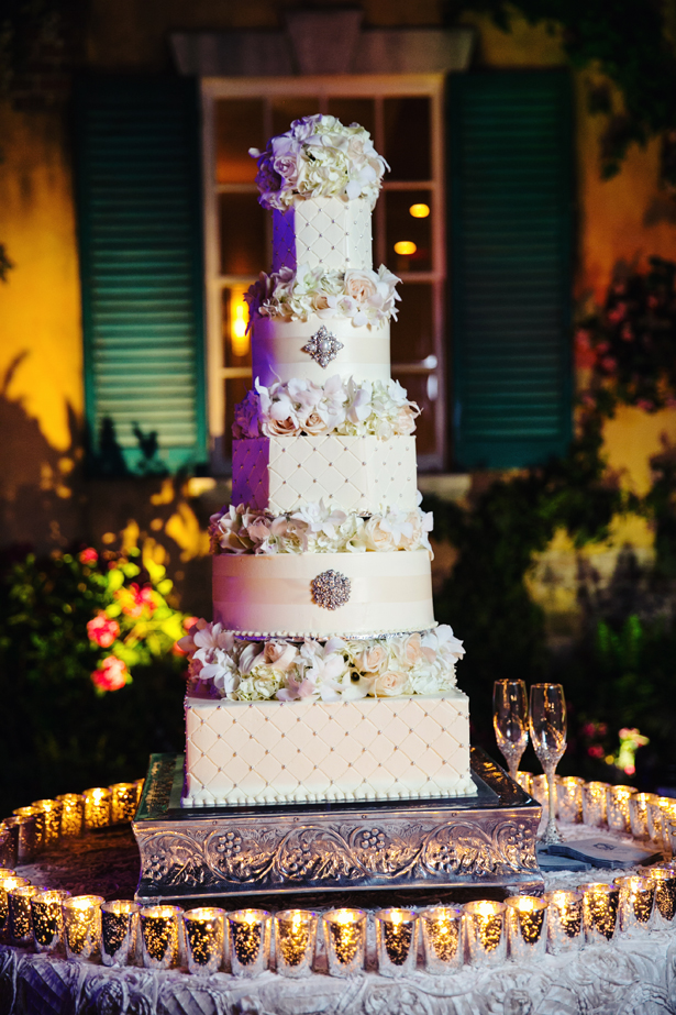 classy wedding cake navy blue white wedding the magazine 12877