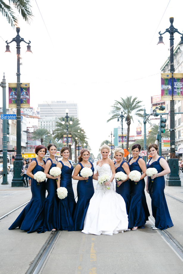 Navy blue white elegant wedding belle the magazine for Navy blue and white wedding dress
