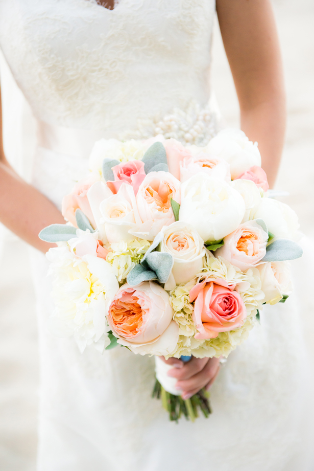A Lively Timeless Wedding to Celebrate Spring