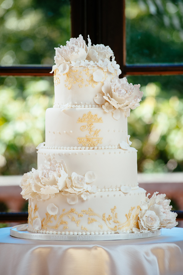 Gold and ivory luxurious weddingcake