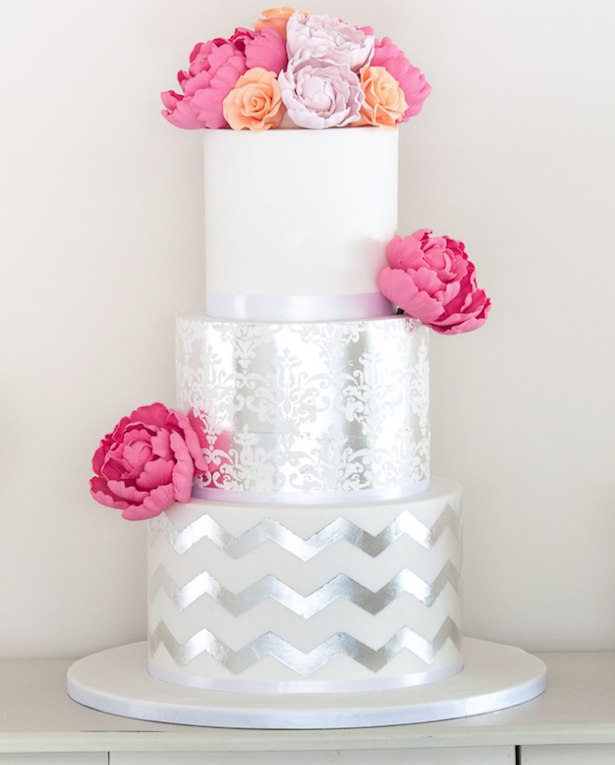 15 Stunning Metallic Wedding Cakes