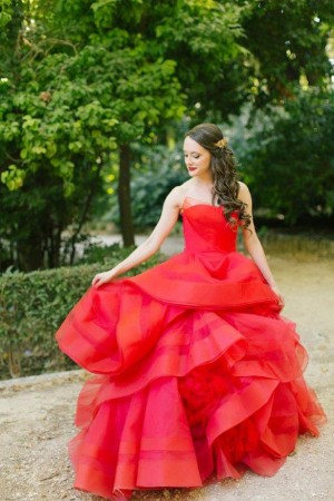 A Crimson Red Wedding Dress To Remember Belle The Magazine