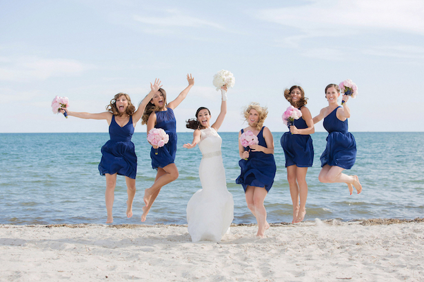 Fun wedding photo idea - Nicole Lopez Photography