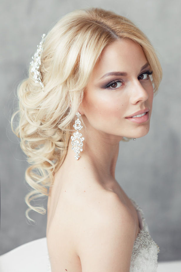 fabulous wedding hairstyles bridal updos belle the magazine. Black Bedroom Furniture Sets. Home Design Ideas