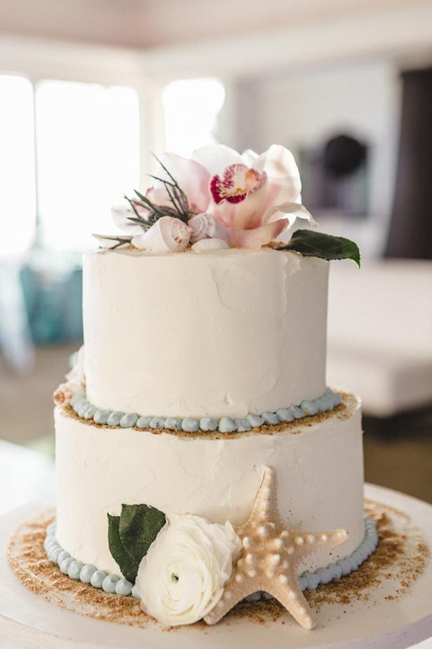 Beach wedding cake - Mike Adrian Photography
