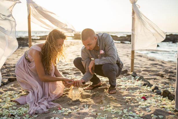 Beach wedding picture - Madison Baltodano Photography