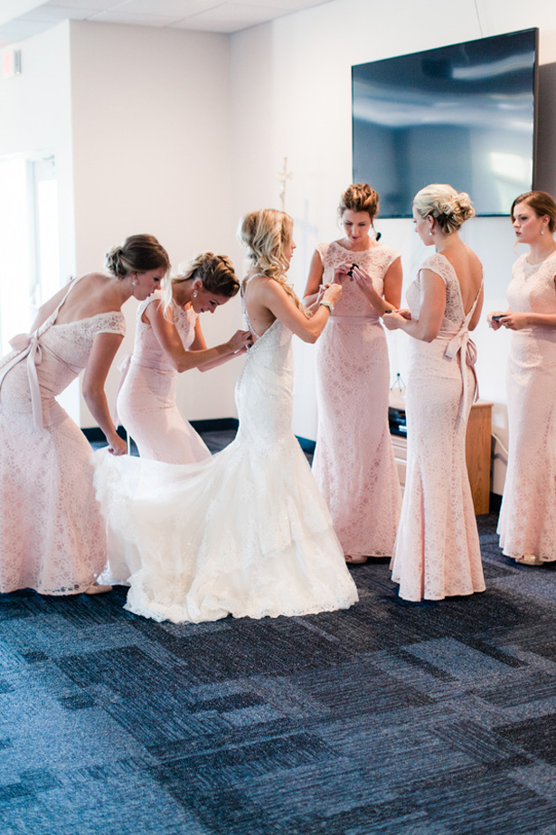 Bridesmaids photo ideas - Dan and Melissa
