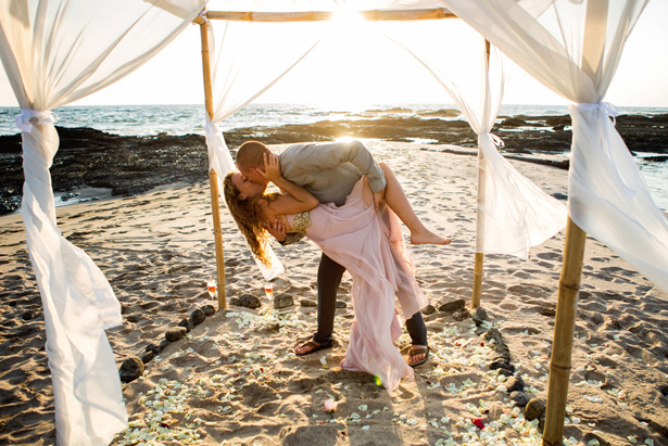 Romantic Beach wedding picture - Madison Baltodano Photography