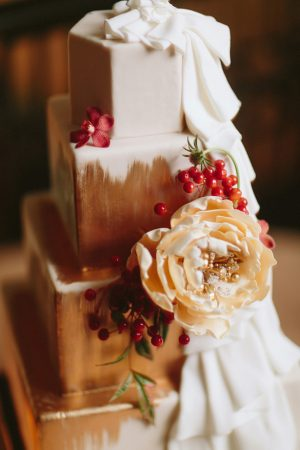 Floral wedding cake -Blue Bend Photography