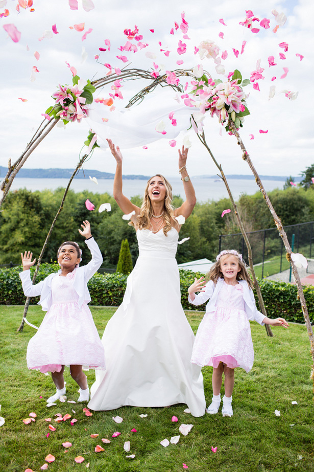 Flower girls and bride photo - Laura Elizabeth
