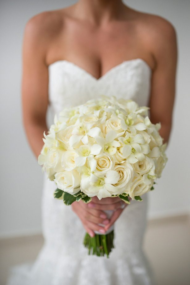 White Wedding bouquet - Sara Monika Photographer