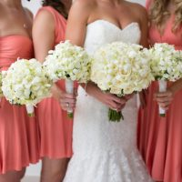 White wedding bouquets - Sara Monika Photographer