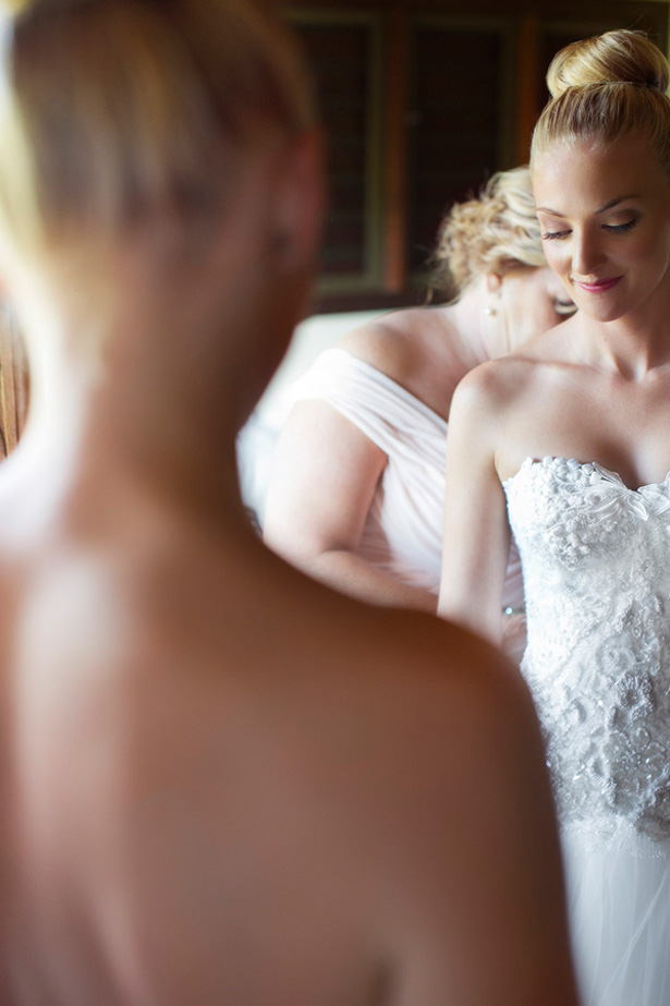 Bride getting ready - Noble Photography