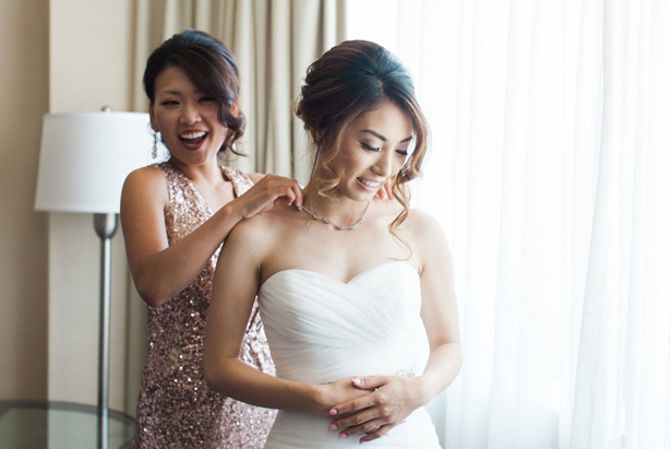 Bride getting ready - Leigh+Becca Photography