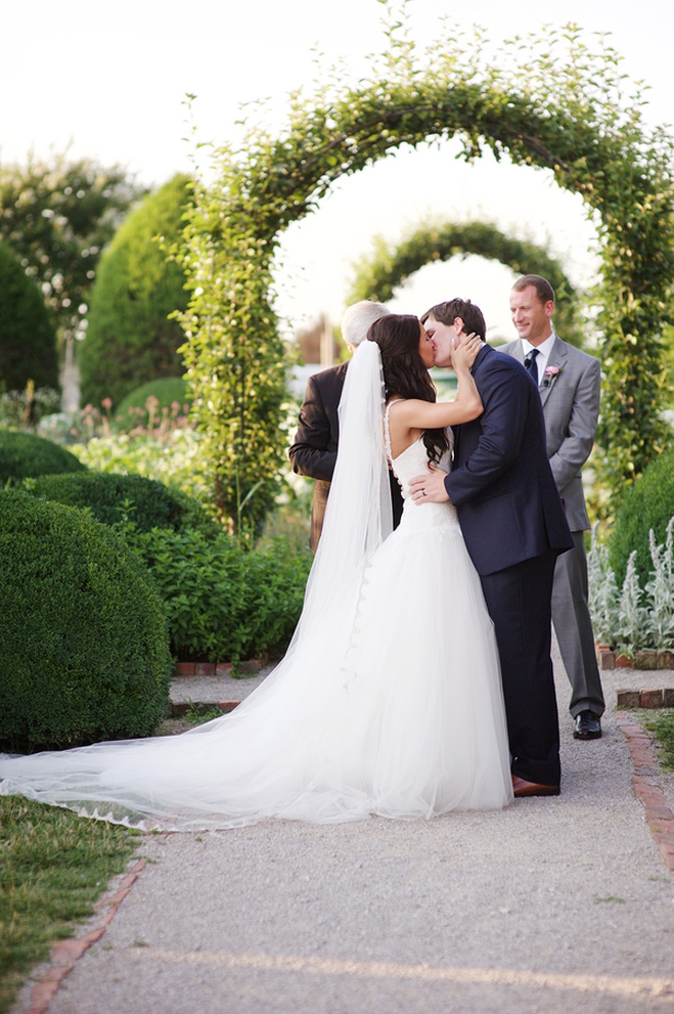 Wedding first kiss - Justin Wright Photography