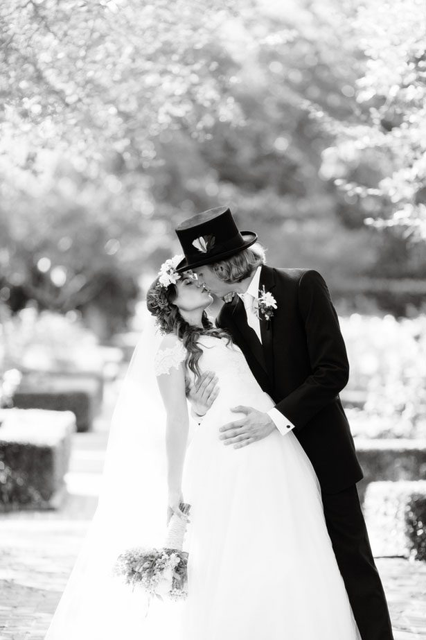 Wedding kiss picture - Arte De Vie