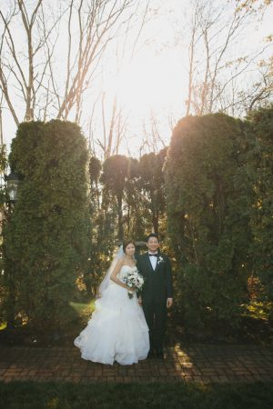 Bride and groom picture ideas - OLLI STUDIO