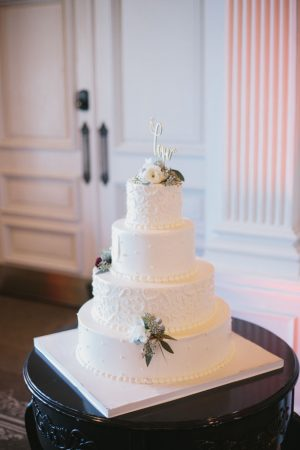White wedding cake - OLLI STUDIO