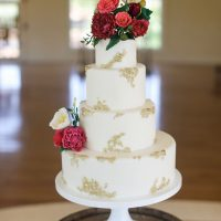 Elegant wedding cake - Sarah Goodwin Photography
