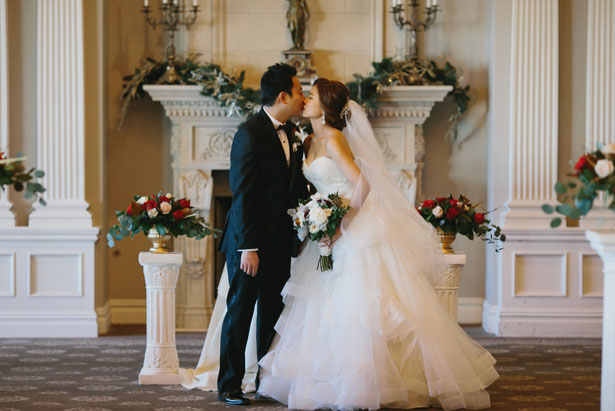 First wedding kiss - OLLI STUDIO