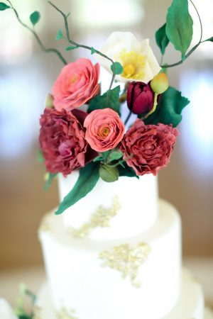 Floral wedding cake - Sarah Goodwin Photography