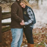 Winter engagement picture - Shaunae Teske Photography