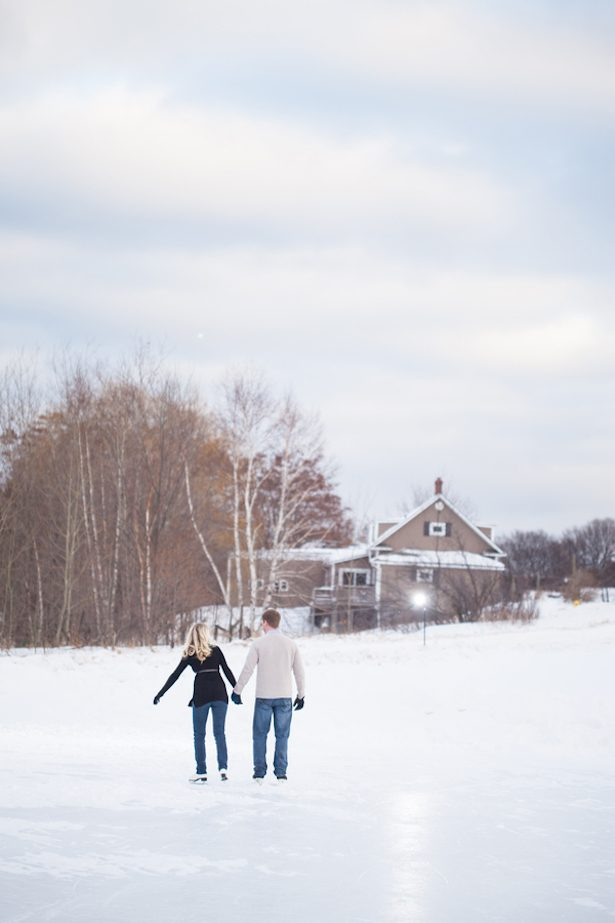 Ice Skating Engagement Picture - Wren Photography