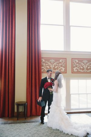 Indoor weddingpicture ideas - Jennifer Van Elk Photography