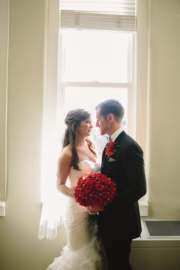 Romantic wedding picture idea - Jennifer Van Elk Photography