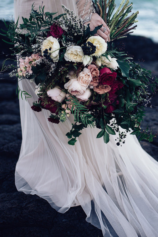 winter wedding flower arrangements 15 stunning winter wedding bouquets the magazine 1444