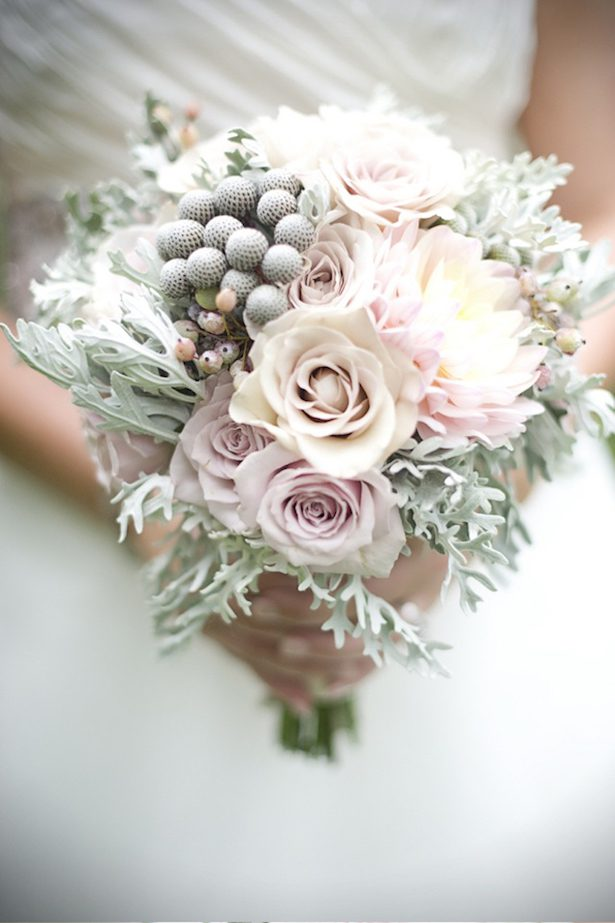 15 Stunning Winter Wedding Bouquets