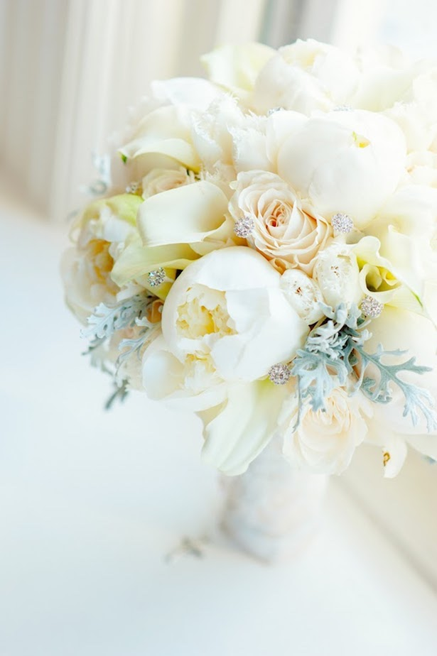 Winter Wedding Bouquet - Photography: Mark Eric Weddings