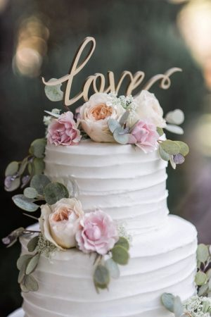 Beautiful wedding cake - William Innes Photography