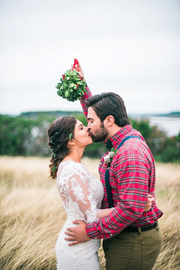 Miseltoe wedding photo ideas - Dani Cowan Photography