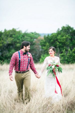 Outdoor wedding picture - Dani Cowan Photography