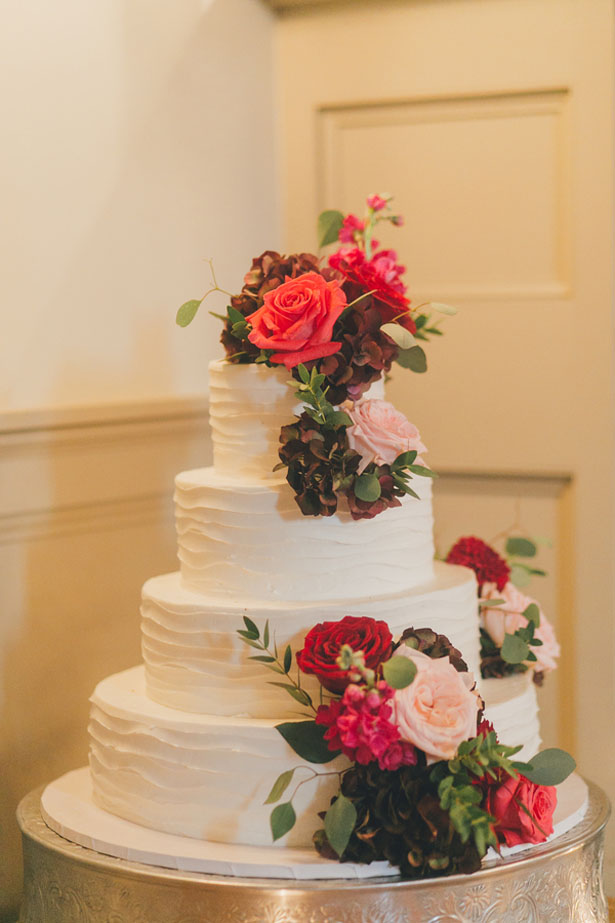 Beautiful floral wedding cake - OLLI STUDIO